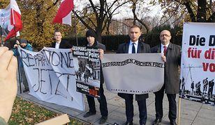 Demonstracja pod KPRM w sprawie reparacji od Niemiec
