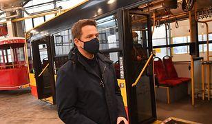 Koronawirus w Polsce. Rafał Trzaskowski: specjalne autobusy do szpitala na Stadionie Narodowym