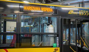 Warszawa. Autobusy miały wozić pacjentów do Szpitala Narodowego. Nie ruszyły w drogę