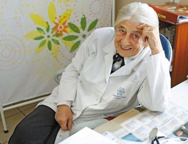 Dziennie przyjmuje nawet 40 pacjentów. 93-letnia Zofia Grzechowiak jest najstarszą lekarką