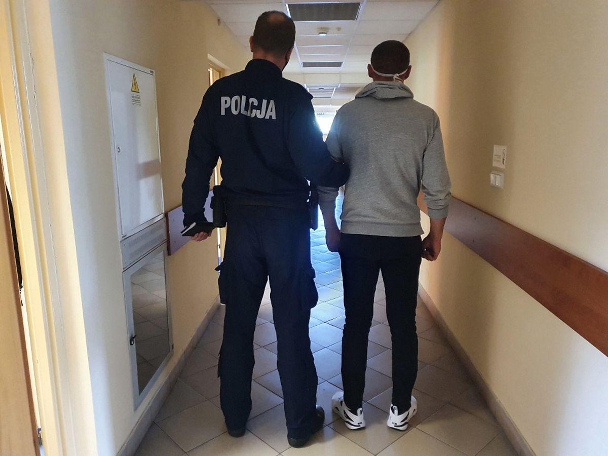 Mazowieckie. Policja z zatrzymanym mężczyzną