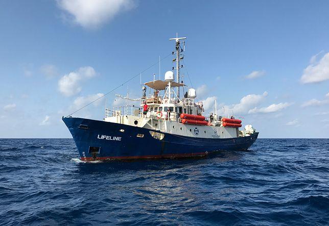 Na pokładzie statku organizacji pozarządowej Lifeline znalazło się ok. 400 uchodźców