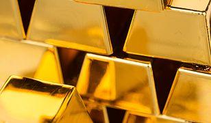 """Wielka ilość złota rzucona na rynek. Efekt """"zlecenia grubego palucha""""?"""