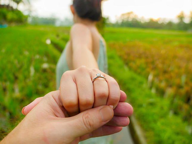 Kobieta pochwaliła się wymarzonym pierścionkiem zaręczynowym