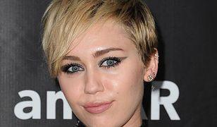 """Miley Cyrus nie umie przeliterować""""Schwarzenegger"""""""
