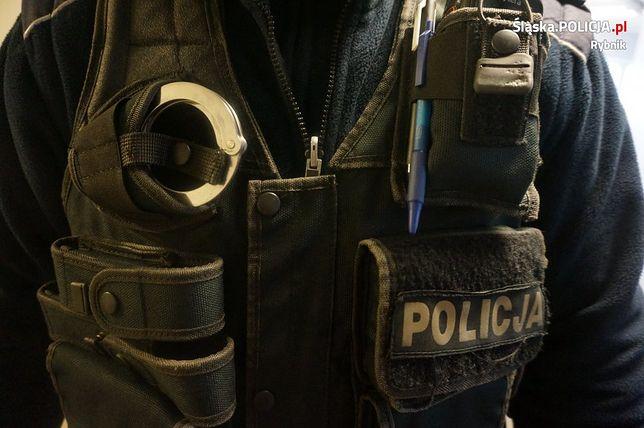 Za znęcanie się nad ojcem, policja w Rybniku nakazała opuszczenie mieszkania jego 35-letniemu synowi.