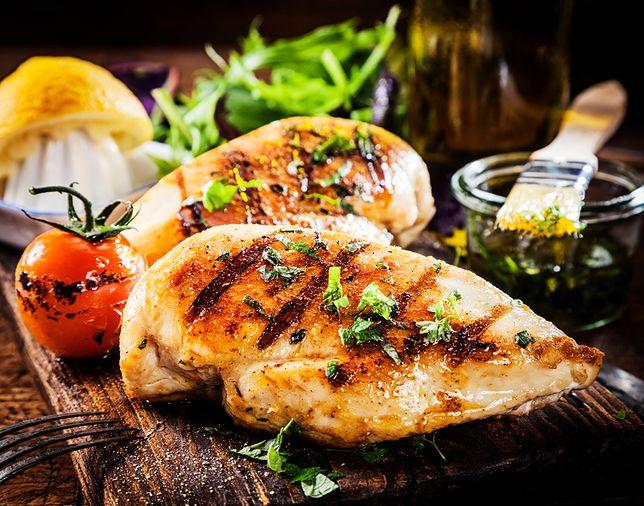 marynowana i grillowana pierś kurczaka