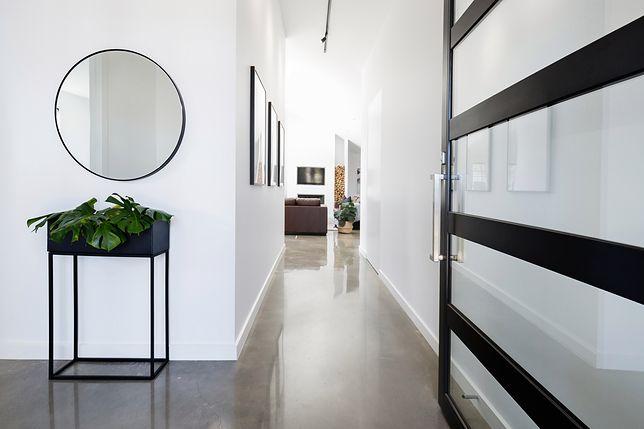 Wnętrze, które wita twoich gości. Urządzamy przedpokój z pomysłem