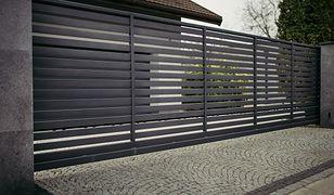 Brama ogrodzeniowa – przesuwna, metalowa, dwuskrzydłowa, z furtką