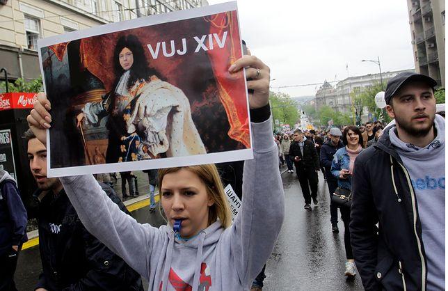 Młodzi Serbowie wychodzą na ulice. Chcą demokracji, ale to za mało
