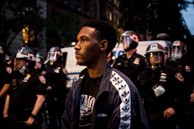 Zamieszki w USA. Nowy Jork. Zamieszki w Nowym Jorku. Dwóch policjantów postrzelonych, jeden dźgnięty nożem