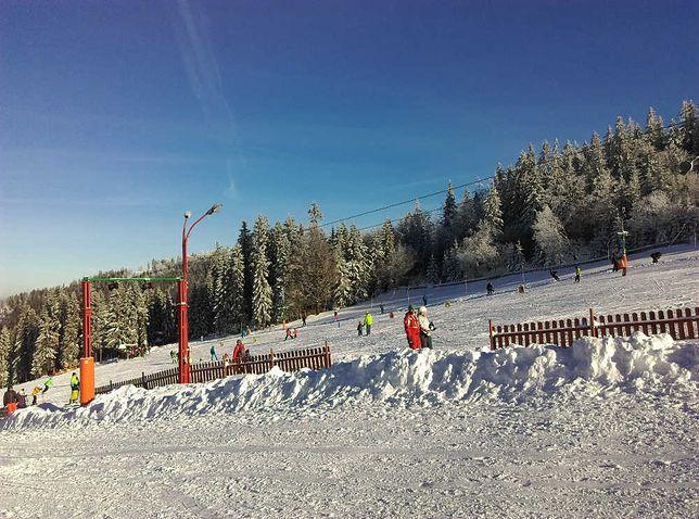 """Stacja """"Biały Krzyż"""" w Szczyrku jako pierwsza w Beskidach rozpoczęła nowy sezon zimowy."""