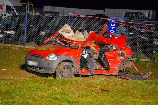 Dwie osoby zginęły w zderzeniu samochodu osobowego z ciężarówką w Kotlinie
