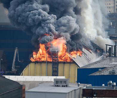 Gdynia. Ogromny pożar w porcie. Palą się magazyny zbożowe