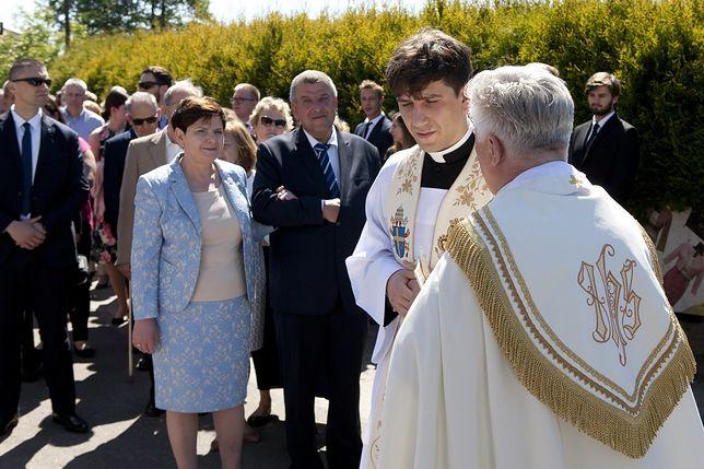 Ksiądz Tymoteusz Szydło z rodzicami w czasie święceń kapłańskich