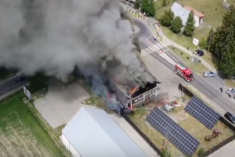 Ogromny pożar pod Wyszkowem. W akcji 15 wozów i 60 strażaków