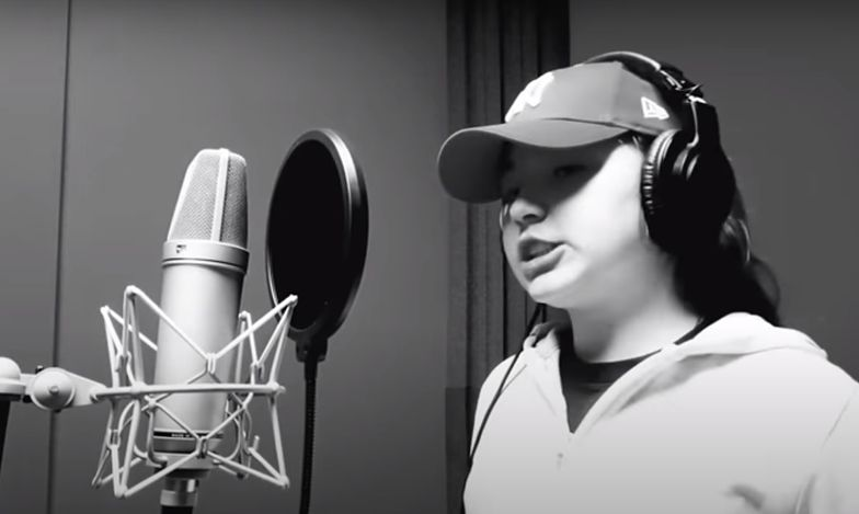 Ta piosenka to hit sieci. Rapująca dziewczynka uderza w rząd