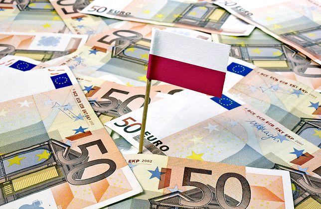 Złoty od pewnego czasu wyraźnie osłabia się względem euro.
