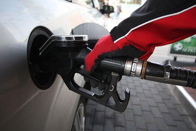 Opłata paliwowa w górę. Za benzynę, ropę i gaz zapłacimy więcej już w wakacje?