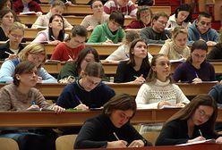 Po zmianie przepisów podatkowych część pracowników akademickich zarabia mniej. Mają żal do uczelni