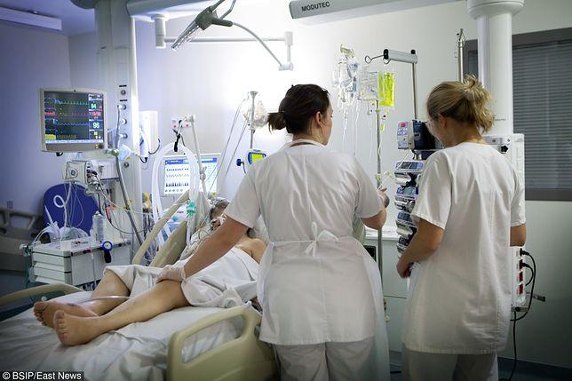 """Wstrząsające wyznania pielęgniarek. """"Mam zniszczony kręgosłup"""""""
