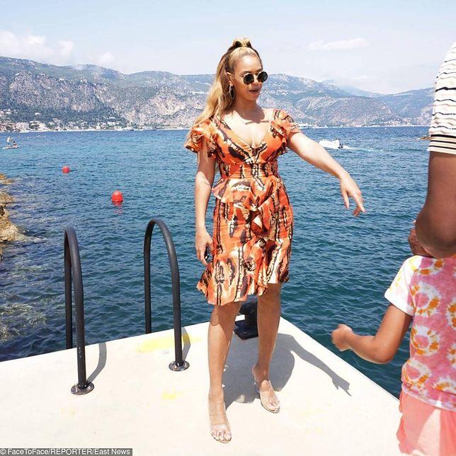 Tak prezentowała się Beyonce w kolorowej sukience we wzory