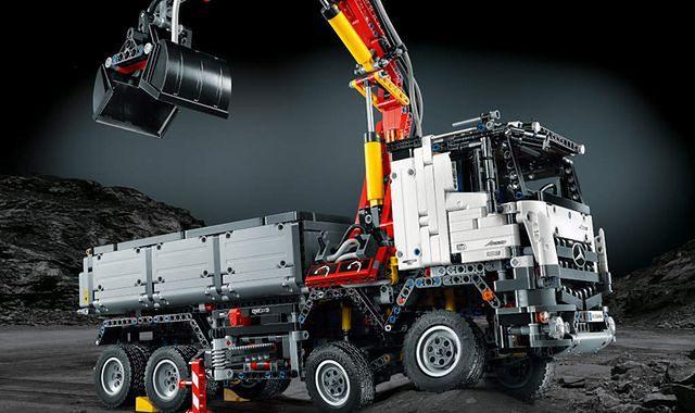 Mercedes-Benz Arocs 3245 z klocków Lego