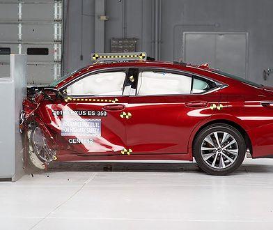 Lexus ES w teście zderzeniowym