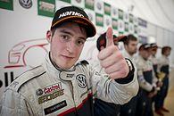 Polski finalista Gran Turismo Academy wygrał pierwszy wyścig jako profesjonalny kierowca