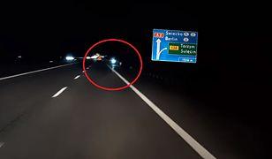 Mężczyzna wjechał hulajnogą na autostradę