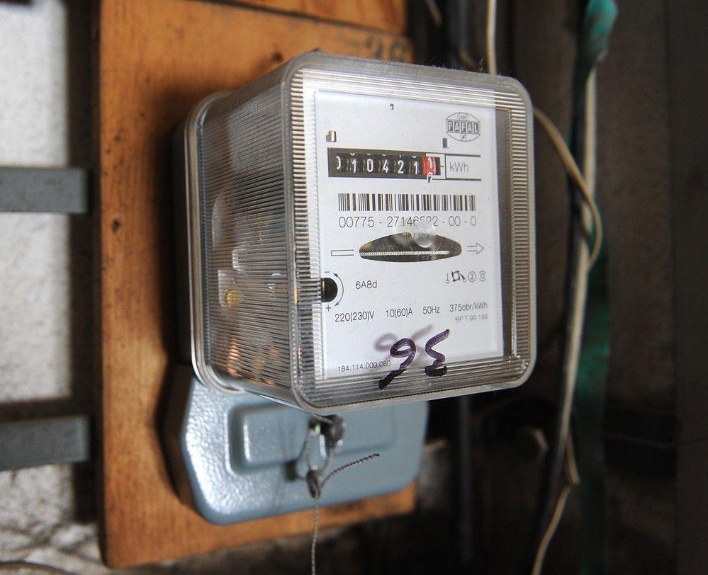 Firmy energetyczne będą oddawać pieniądze klientom. UOKiK przyparł je do muru