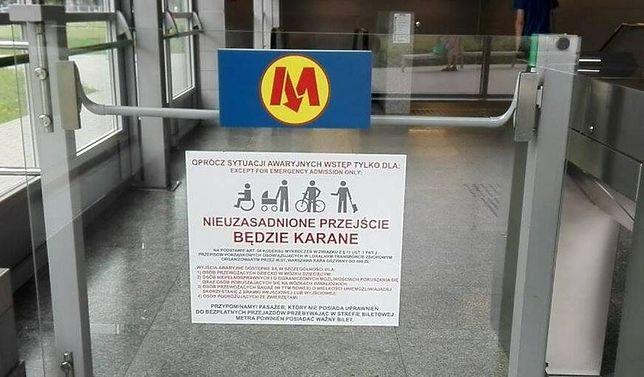 Przechodzisz przez bramkę awaryjną w metrze? Możesz dostać wysoki mandat