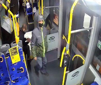 Katowice. Mężczyzna onanizował się w autobusie przed dziewczynką. Policja publikuje jego wizerunek