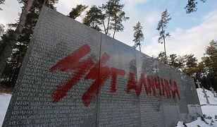 Usunięto część napisów na polskim cmentarzu w Bykowni
