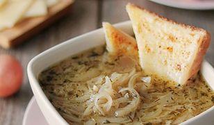 Francuska zupa cebulowa. Rozgrzewająca i aromatyczna