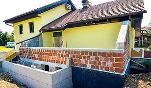 Czy warto dodatkowo zaizolować fundamenty starego domu?