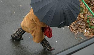 W taką pogodę warto mieć ze sobą parasol