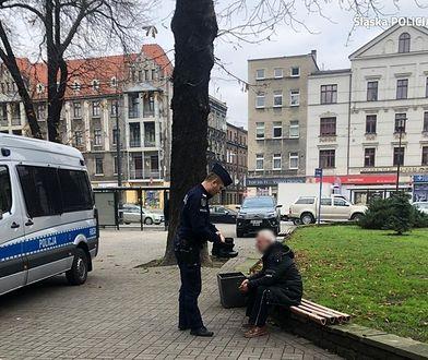 Katowice, ul. Warszawska. Gest funkcjonariusza wzruszył bezdomnego