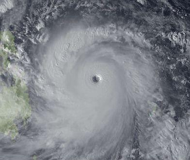 Silny tajfun u wybrzeży Filipin (zdjęcie satelitarne)