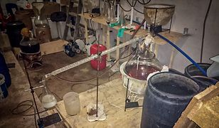Akcja CBŚP w laboratorium. Zatrzymani chemicy, przejęto towar wart 15 mln