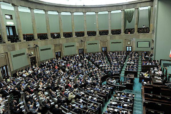 Sondaż wyborczy: PiS i PO przejmują wyborców Pawła Kukiza