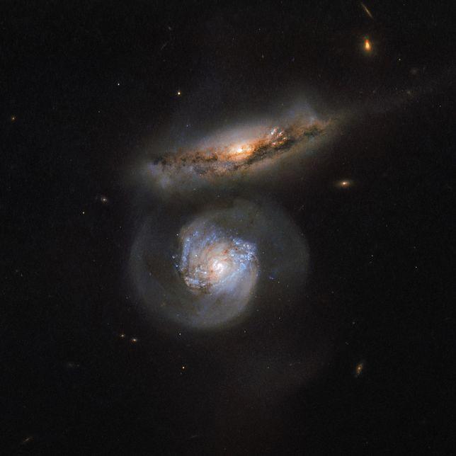 Piękne zdjęcie dwóch galaktyk wykonane Teleskopem Hubble'a