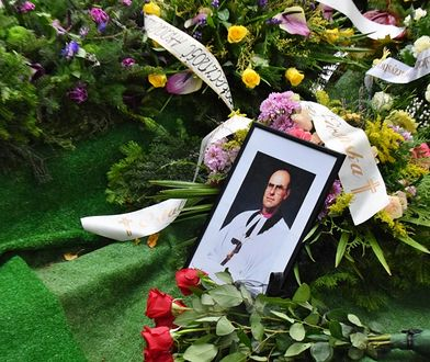 Biskup spoczął na cmentarzu ewangelickim w Bielsku-Białej.