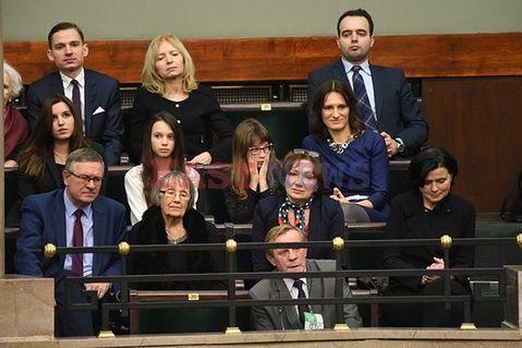 Premier mówił w expose o prawach kobiet. Słuchały go najważniejsze kobiety w jego życiu
