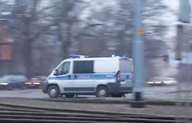 Niecodzienna akcja policjantów. Eskortowali auto z duszącym się noworodkiem