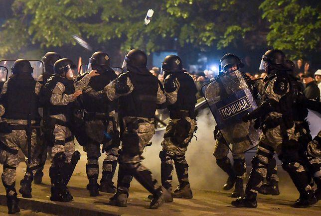 Gorąco przed parlamentem w Skopje. Policja użyła granatów hukowych