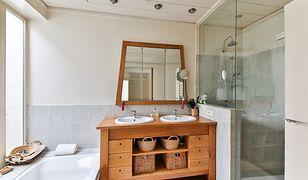 Jeśli nie ograniczają nas finanse ani przestrzeń w łazience, możemy zdecydować się na montaż wanny i prysznica