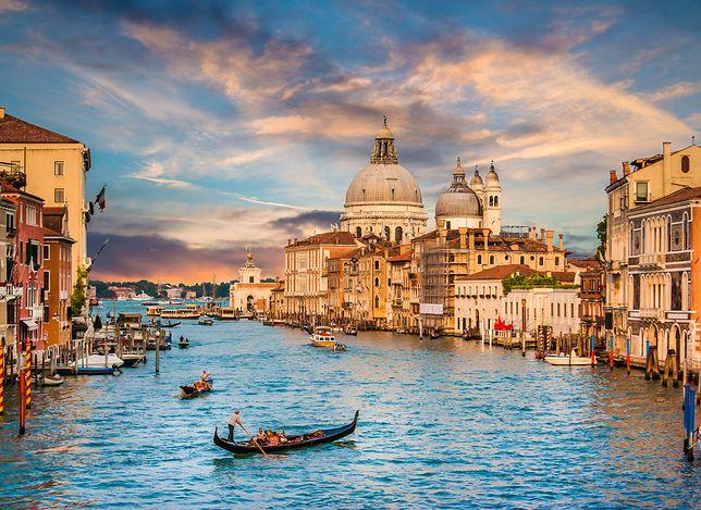 """Canal Grande to najsłynniejsza i najpiękniejsza droga wodna w Wenecji o charakterystycznym kształcie odwróconej litery """"S"""""""