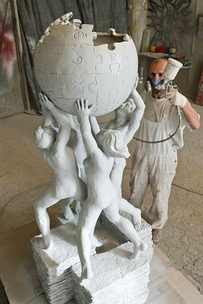 Powstaje pomnik Wikipedii