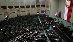 Sondaż CBOS. PiS wraca do gry, niewielki spadek Polski 2050 i Lewicy